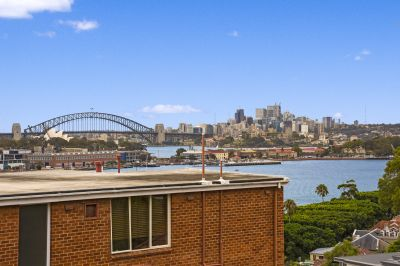 Prized Apartment with Stunning Harbour Views