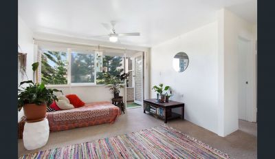 2 Bedroom Quintessential Unit - Only steps frrom the Golden Sands of Broadbeach