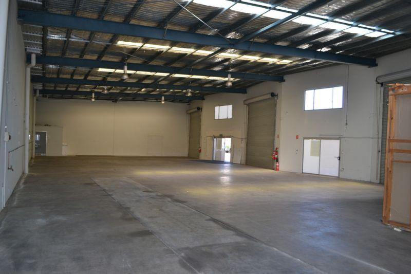 492m2* Brisbane Road Warehouse For Lease