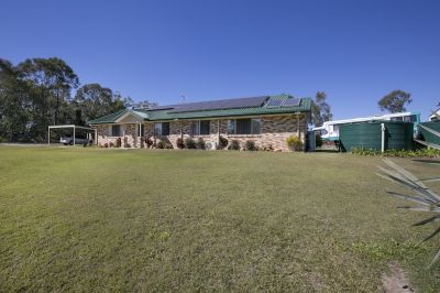 STUNNING EXECUTIVE STYLE FAMILY HOME ON 5 ACRES!!