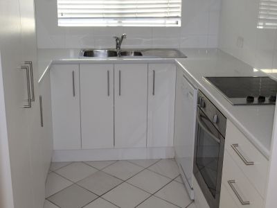 BEST VALUE IN COLLAROY - NEWLY RENOVATED APARTMENT.