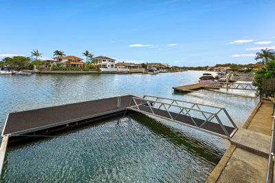 NORTH FACING FAMILY HOME  18.5*MTRS WATERFRONTAGE  WIDE CANAL