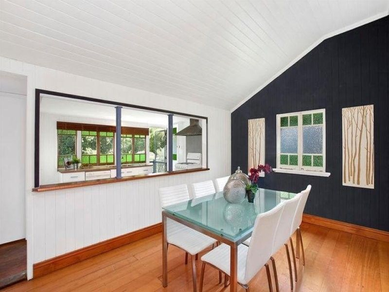 Family Queenslander in sought-after position - 503sqm