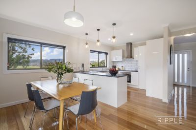 Contemporary and Sophisticated in Sought After Lutana!