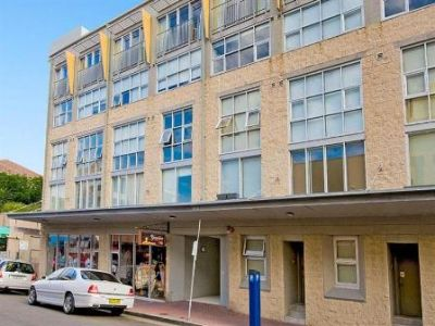One Bedroom Apartment Steps to Bondi Beach with Parking