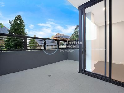 Near New 1-Bedroom Apartment with Parking in Marrickville