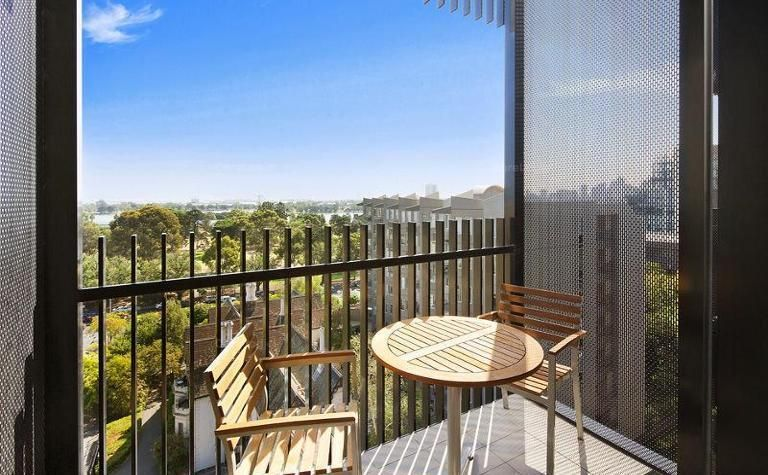 UNFURNISHED - 2 Bedroom with Whitegoods and Views Overlooking Albert Park!