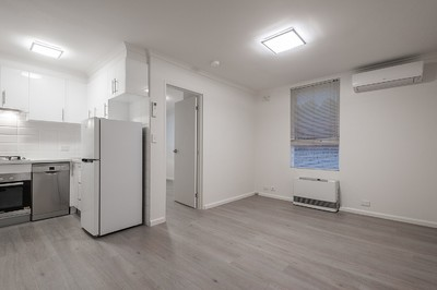 Amazing Collingwood location - and rent includes water (NO WATER BILLS)! INSPECTION AT INDICATED SHOWING TIMES ONLY - THERE ARE NO PRIVATE INSPECTIONS