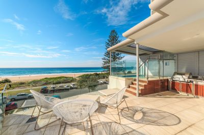 659m* Freestanding 4 Level Beach House with 4 Car Parks in Residential Pet Friendly Building